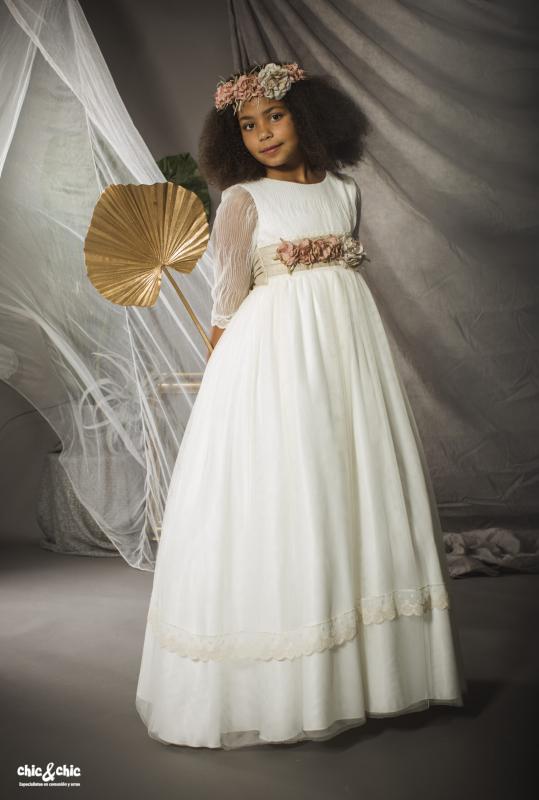 Vestido de comunión Alma. Tul liso. Color beige.