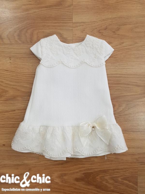 Vestido pique evasé. Color blanco roto