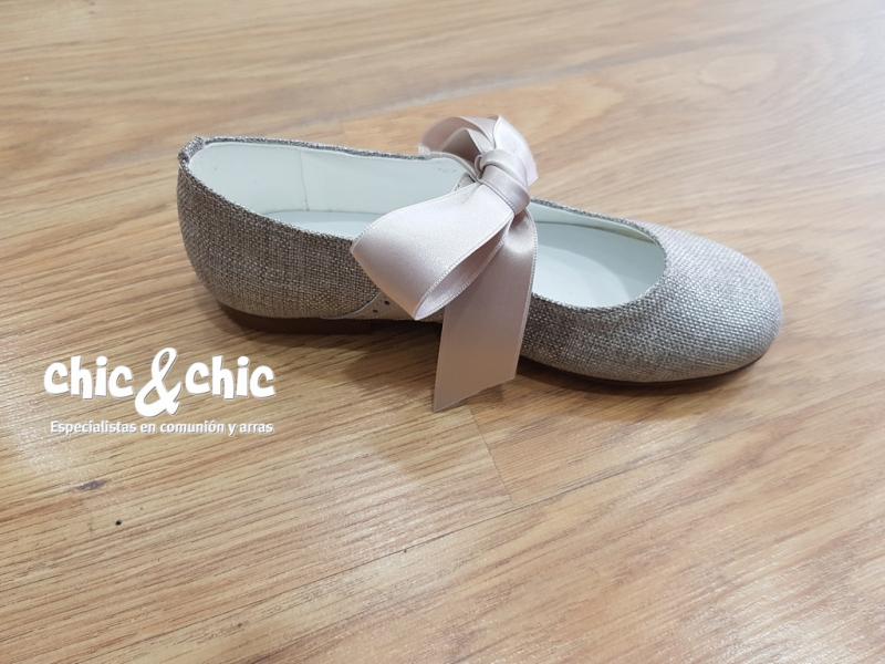 Zapato de piel lino . Color piedra