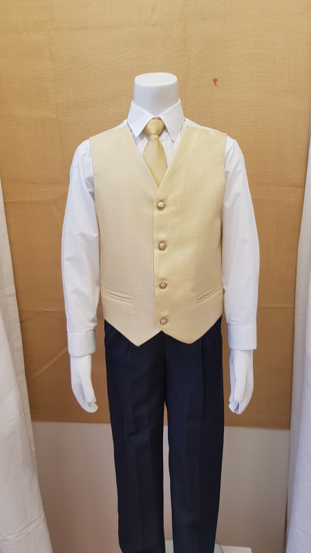 Conjunto niño chaleco y corbata oro.