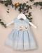 Vestido bebe en organza rayada celeste. 201009
