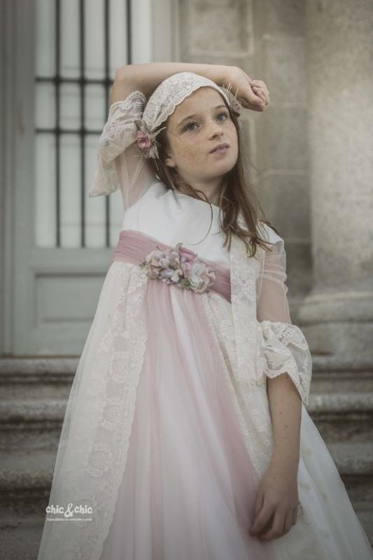 Vestido de comunión MERCEDES. Beige-rosa.