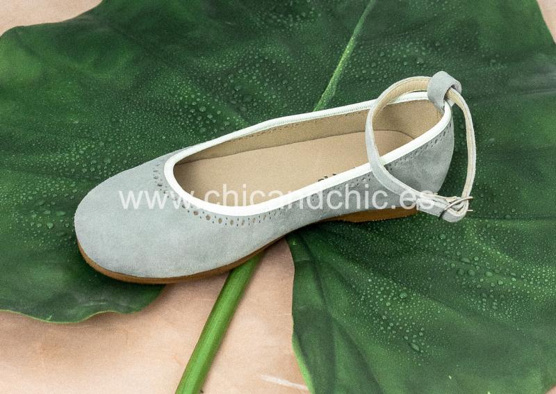 Zapato hebilla tobillo. Ante verde agua.