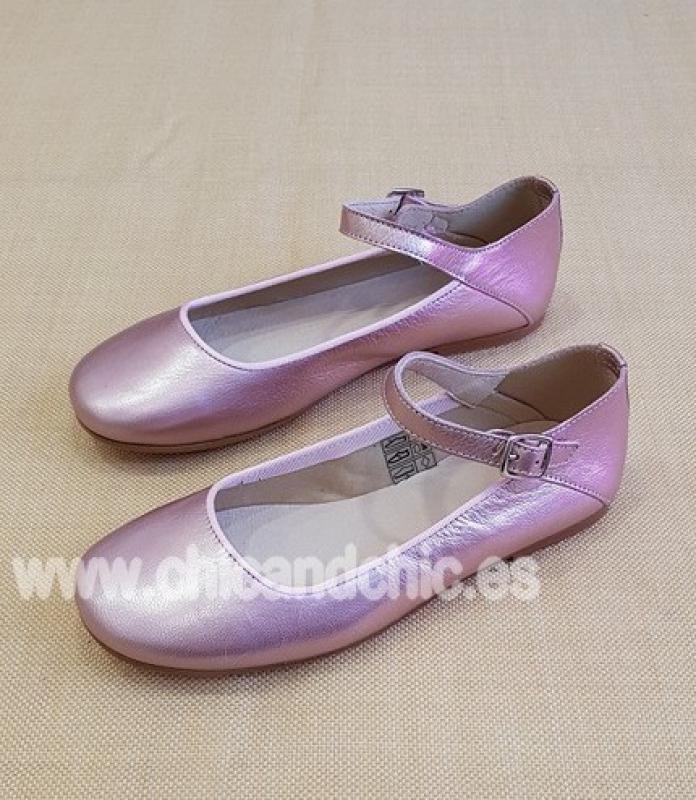 Zapato hebilla . Piel satinada rosa