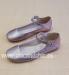 Zapato hebilla . Piel satinada color piedra.