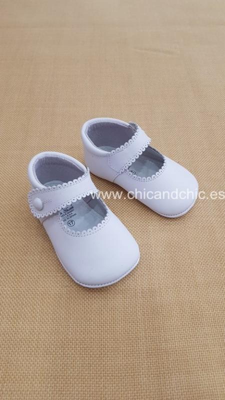 Zapato bebe piel blanco. Mod. 2240