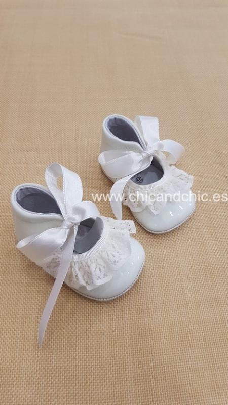 Zapato bebe piel charol beige. Mod. 2000