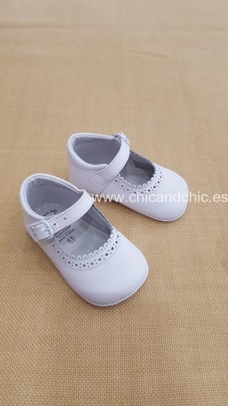 Zapato bebe piel blanco. Mod. 2603