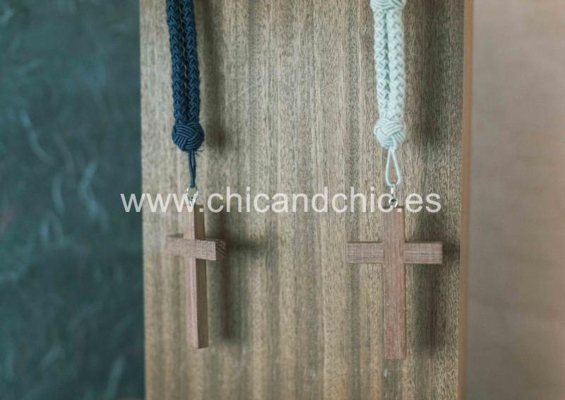 Cordón con cruz madera beige