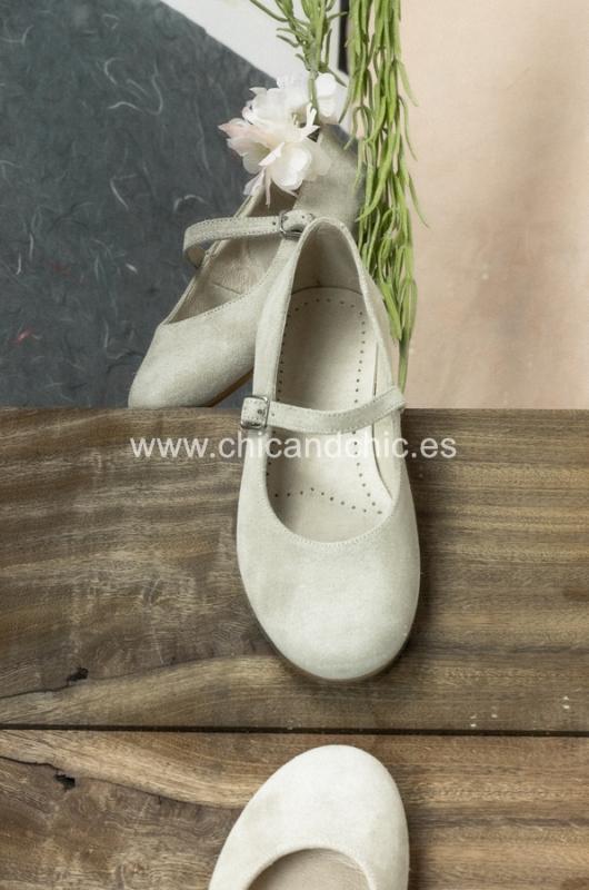 Zapato hebilla . Ante beige