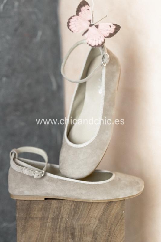 Zapato hebilla tobillo. Ante beige