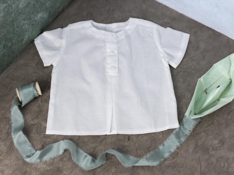 Blusa manga corta y cuello mao  blanco.