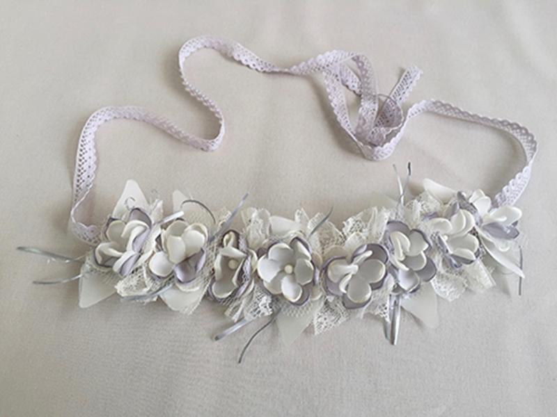 Corona/cinturón de flores crudo-tostado