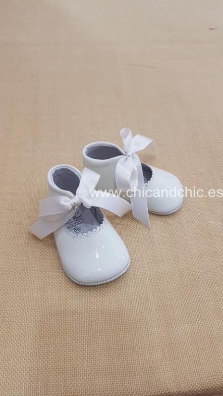 Zapato bebe piel charol beige. Mod. 2292