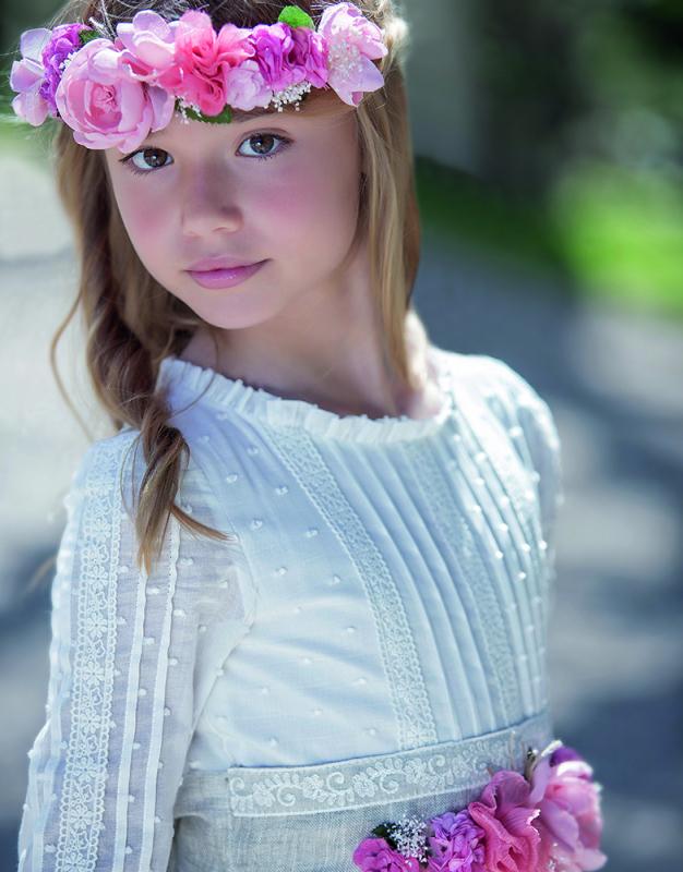 Corona de flores rosa fuerte