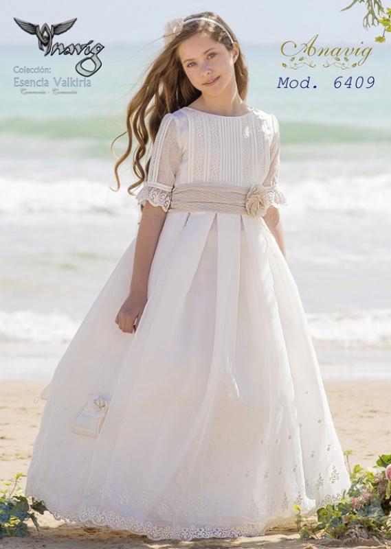 Vestido de comunión  6409. Color crudo-tostado.