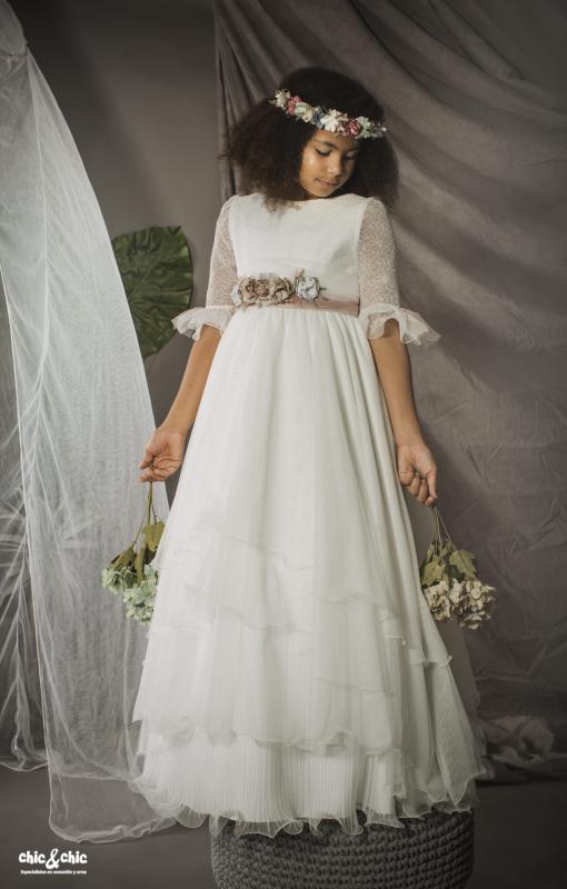 Vestido de comunión 9641 capas y bordado. Blanco roto.